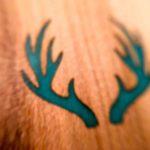 dřevěná záložka Woodenhero motiv jelen svítící